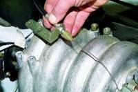 Снятие и установка ресивера впрыскового двигателя Нива 2121, Ваз 2131, Лада 4х4.