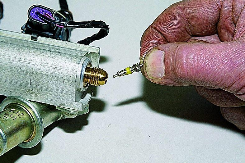 Фото №9 - проверка давления в топливной рампе ВАЗ 2110