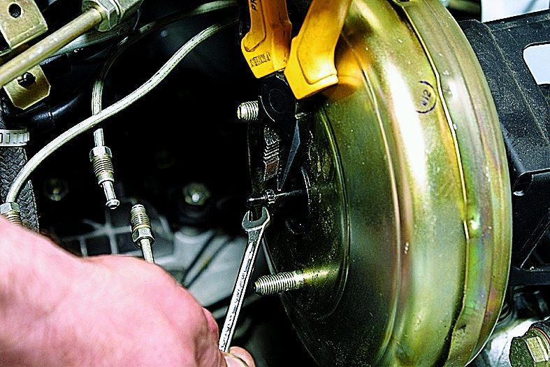 Как сделать тормозной вакуум ваз 2110