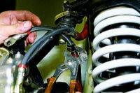 После установки шланга прокачиваем тормозную систему ваз 2121. (см. Прокачка тормозов) .