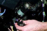 Снятие выключателя зажигания ВАЗ 21213.