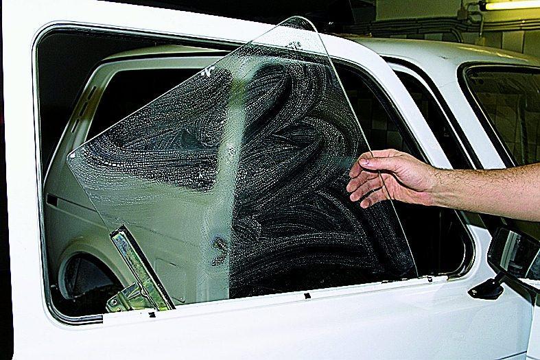 Замена заднего стекла на ниве 21213 своими руками