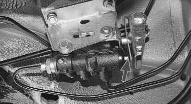 Операции проводимые при прокачке гидропривода тормозной системы на автомобиле ВАЗ 2170 2171 2172 Лада Приора...