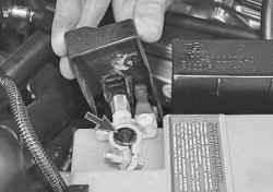 Проверка и замена регулятора напряжения со щеткодержателем